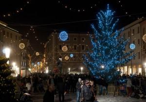 Natale-Luci-Albero-GRP4980