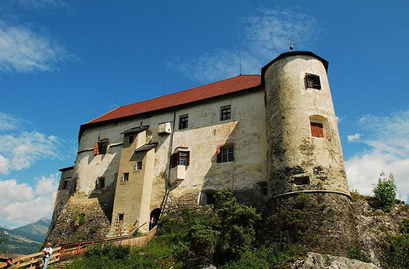 Castello_di_Rodengo_da_ovest