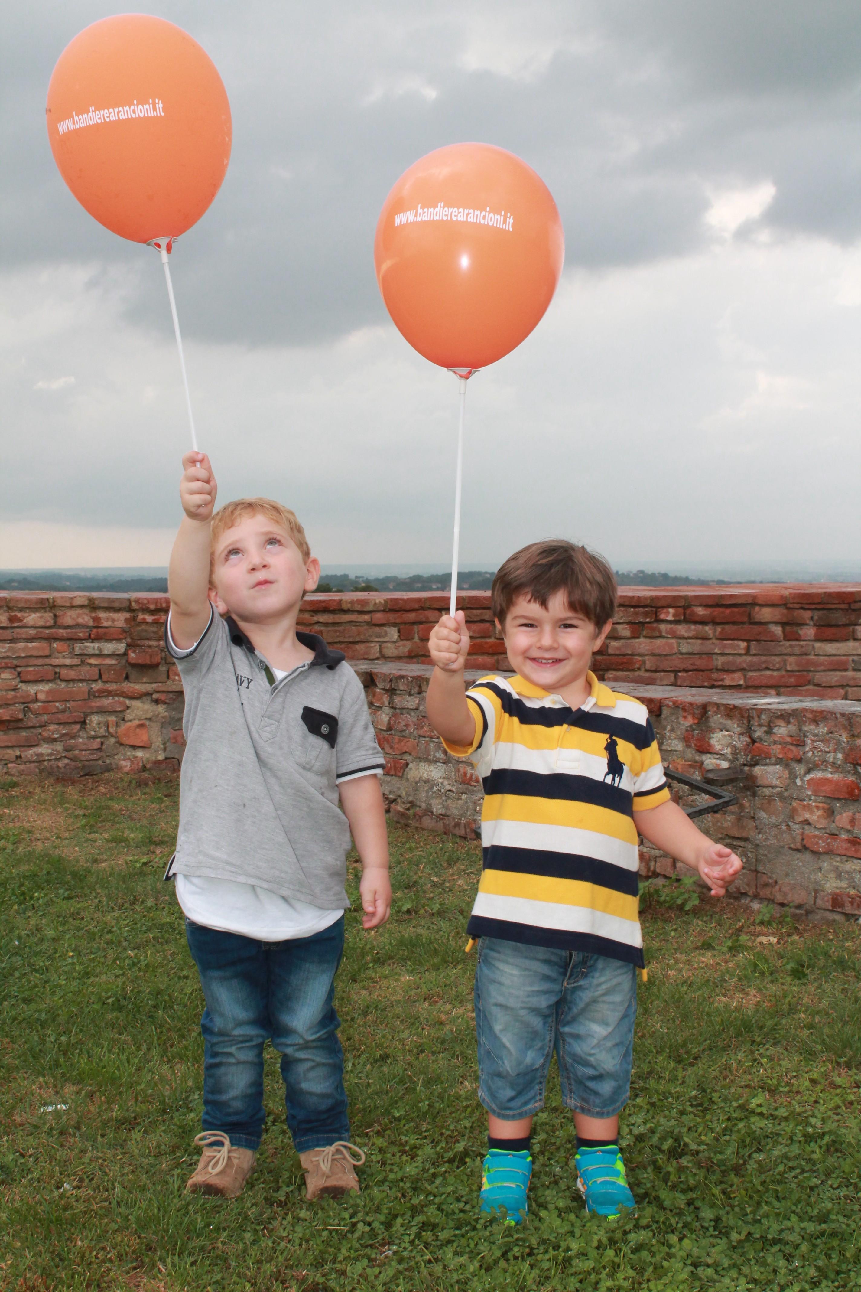 Una giornata arancione con i bimbi a Lari